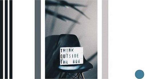Schild mit englischer Beschriftung auf einem Stuhl: Think outside the box. Copyright Nikita Kachanovsky